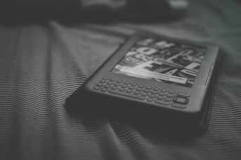 black and white bed stripes kindle